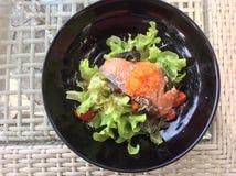 Salat der geräucherten Lachse lizenzfreie stockbilder