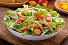Salat der geräucherten Lachse Lizenzfreies Stockbild