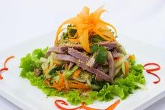 Salat des geräucherten Rindfleisches mit reifem Pfeffer in der thailändischen Art Lizenzfreies Stockfoto