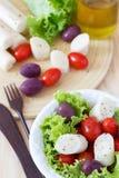 Salat des Herzens der Palme (palmito), Kirschtomaten, Wasserkultur, ol Lizenzfreie Stockfotografie