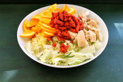 Salat des Huhns und der Orangen mit goji Stockfoto