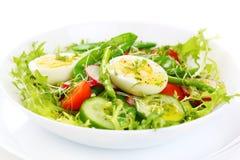 Salat des Spargels und der grünen Erbsen Stockbild