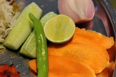 Salat in einer Platte lizenzfreie stockfotos