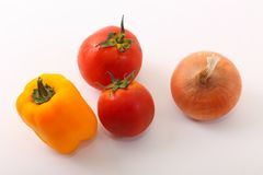 salat för löken för bakgrundsgräslökgurkan sköt ny vita grönsaker för fjäderstudiotomaten Arkivbild