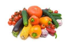 salat för löken för bakgrundsgräslökgurkan sköt ny vita grönsaker för fjäderstudiotomaten Royaltyfri Fotografi