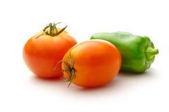 salat för löken för bakgrundsgräslökgurkan sköt ny vita grönsaker för fjäderstudiotomaten Royaltyfri Foto