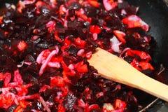 Salat mit Ölessig-Essigsoßerote-bete-wurzeln Lizenzfreies Stockfoto