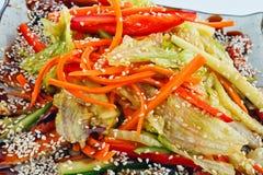 Salat mit Aal Stockfoto