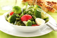 Salat mit broccol Stockfotografie