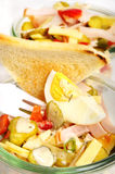 Salat mit Brot lizenzfreies stockbild