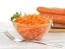Salat mit der Karotte, lokalisiert lizenzfreies stockbild
