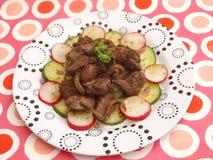 Salat mit der Leber lizenzfreie stockfotos