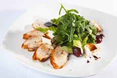 Salat mit der Türkei und den Grüns Stockfotos