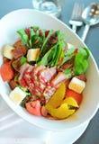 Salat mit Ente Stockfoto