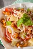 Salat mit in Essig eingelegten Pilzen Stockbild