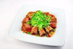 Salat mit Fleisch Stockfoto