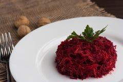 Salat mit frischen roten Rüben Lizenzfreies Stockfoto