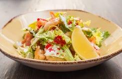 Salat mit Garnele und Kaviar Lizenzfreies Stockbild