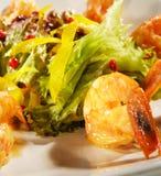 Salat mit Garnelen Lizenzfreies Stockfoto