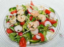Salat mit Garnelen Stockbild