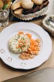 Salat mit Garnelen stockfoto