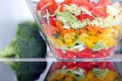 Salat mit Gemüse und Grüns Stockfotografie