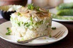 Salat mit Gemüse und marinierten Pilzen Lizenzfreies Stockfoto
