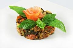 Salat mit geräucherten Lachsen Lizenzfreie Stockfotos