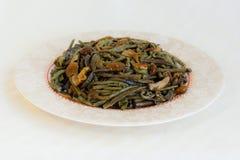 Salat mit gesalzenen Pilzen und gemeinem Adlerfarn, Adlerfarn (Pteridium aquilinum) - Meeresfrüchte Stockbild