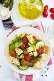 Salat mit Gurken, Kirschtomaten, Feta Lizenzfreie Stockfotos