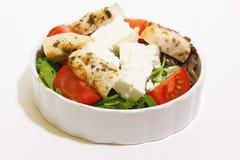 Salat mit Hühnerleiste, -tomate und -feta stockfoto