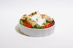Salat mit Hühnerleiste, -tomate und -feta lizenzfreie stockbilder