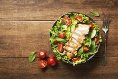Salat mit Huhn Stockfotografie