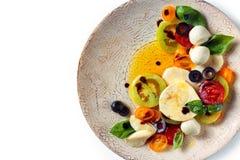 Salat mit italienischem Mozzarella Stockfotos