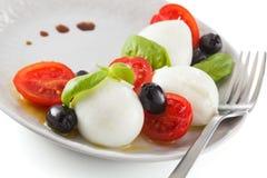 Salat mit italienischem Mozzarella Caprese stockbilder