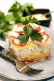 Salat mit Krabbenstöcken und -ananas Lizenzfreie Stockbilder