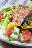 Salat mit Lachsen Stockbild