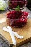 Salat mit Meerrettich und Rote-Bete-Wurzeln Stockfoto