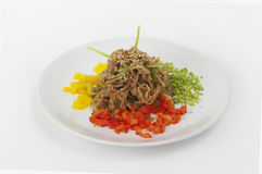 Salat mit Mungobohnesprösslingen lizenzfreie stockfotos
