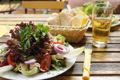 Salat mit Thunfisch Lizenzfreies Stockfoto