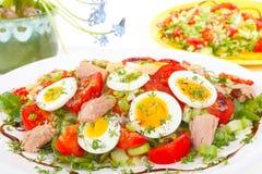 Salat mit Thunfisch Stockfotos