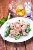 Salat mit Thunfisch Stockfoto