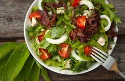 Salat mit Tomate und cucumber.green Stockbilder