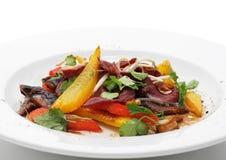 Salat mit Verkleidung der Ente-Brustes lizenzfreie stockfotos