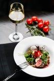 Salat mit Wein Stockfotografie