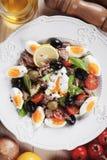 Salat Nicoise mit Eiern und Thunfisch Lizenzfreies Stockbild