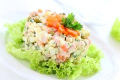 Salat Olivier. Lizenzfreies Stockfoto