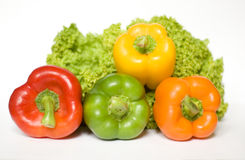 Salat und farbige Pfeffer Stockbild