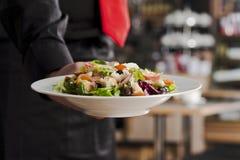 Salat und Kellner Lizenzfreie Stockfotografie
