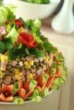 Salat verziert durch Blumen Lizenzfreie Stockfotografie